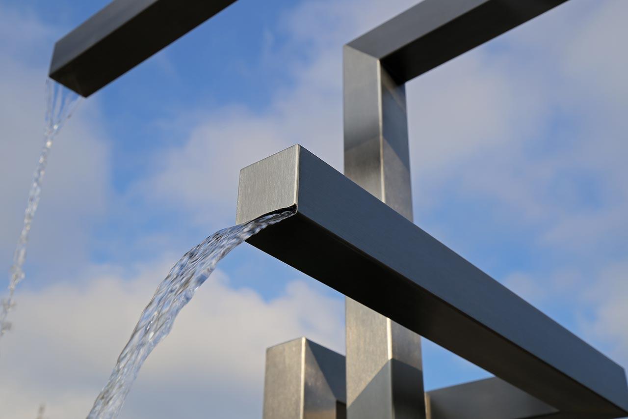 Edelstahl-Gartenbrunnen Edelstahlbrunnen Wasserfall Großobjekt Wasser im Garten
