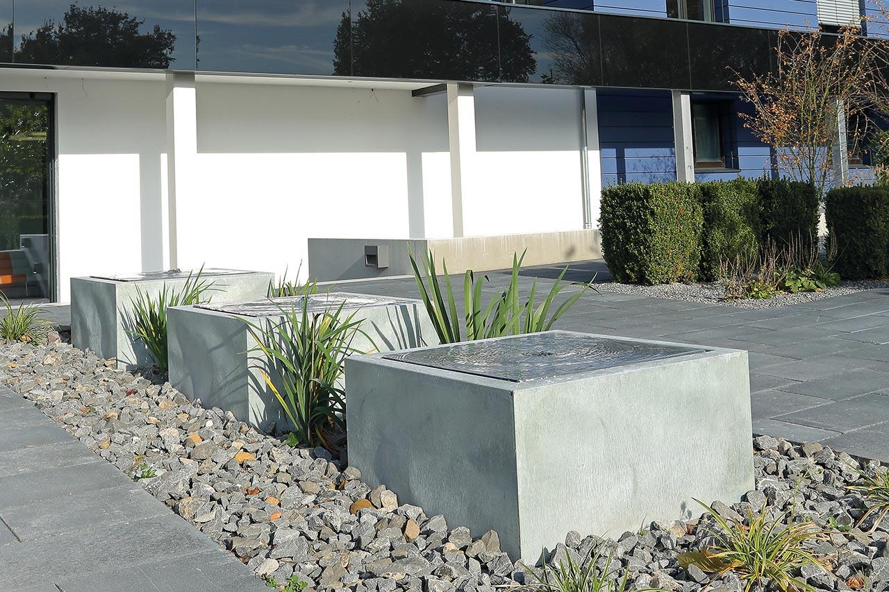 Moderner Gartenbrunnen aus Zink Brunnen für Unternehmen Brunnen für Firma Architektur