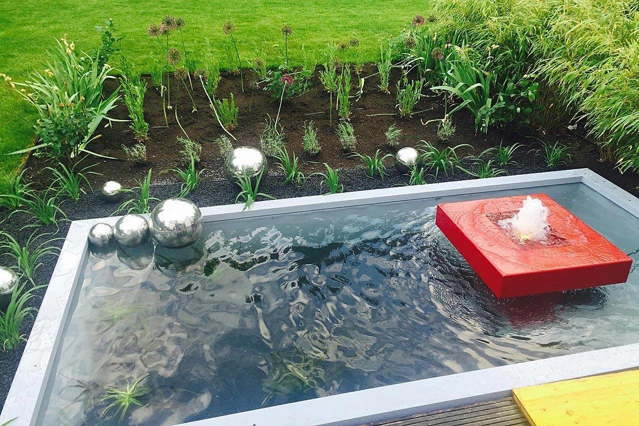 Gartenbrunnen aus Aluminium mit Teichbecken rechteckig Umrandung für Teichbecken