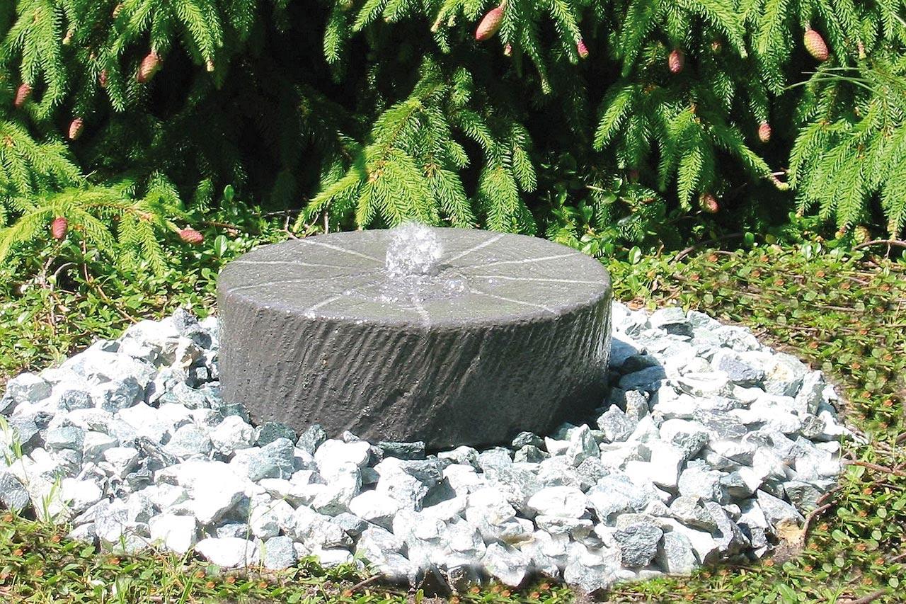 Kleiner Kupfer Gartenbrunnen Als Wasserkaskade